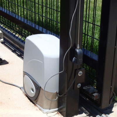 Hi and variable speed motors for gates
